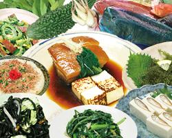 豊富な島野菜・島魚・島豚を使った沖縄料理メニューも充実!!