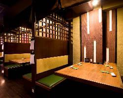 半個室のテーブル席は6名様対応です。接待・デートに♪