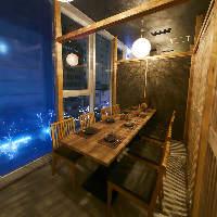 窓際の個室席は夜景も見える特等席!2名様~ご用意◎