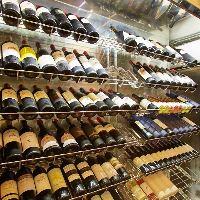 ひと際目を引くワインセラー!お好みのワインをお選びください