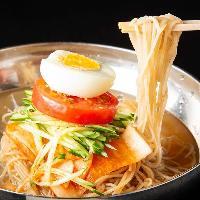 【冷麺】 牛の旨味とピリ辛いキムチを冷たい冷麺でご堪能あれ