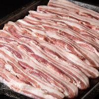 【厳選食材】 お客様からも美味しいと好評の鹿児島産豚肉を使用