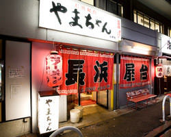 中州の本通りから錦小路に入ると店舗の並ぶ中央にやまちゃん♪