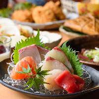 【肉の炭火焼き】 牛タン、黒毛和牛カルビ肉など、お肉も多彩