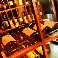 お気軽に楽しめるハウスワインから高級ワインまで取り揃え。