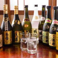 沖縄には欠かせない焼酎や泡盛は、種類も豊富。レア物もあります
