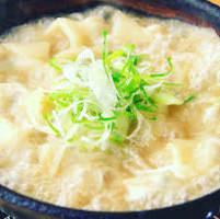 藁焼きにした種をもちもちの皮で包んだ炊き餃子!