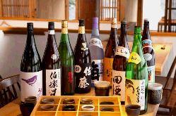 豊富な日本酒の数々! 日本酒に合う肴もたくさん用意してます!