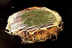 広島焼(肉玉そば)880円 広島直送の生麺を使用しています。