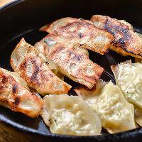 【鉄マル餃子】 サクッとジューシー◎鉄鍋でいつまでもアツアツ
