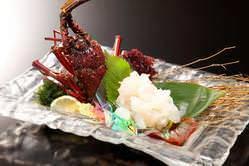 【伊勢海老の活造り】 高級感溢れる美味しさです。絶品!