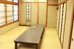 料亭を思わせる上質な個室(中部屋)
