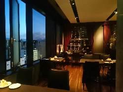 ■夜景■ 席数限定の、夜景の望めるレストラン席。