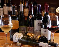 当月限定のワインなどは店頭の看板をチェック。