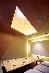 解放感ある天井の最大8名様・個室有(禁煙席) 接待に最適です!