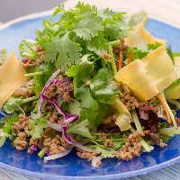 沖縄県産の野菜や、新鮮野菜を使用したサラダも外せません。