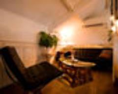 路地裏の隠れ家に屋根裏部屋の半個室。 4名〜要予約
