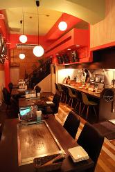 オシャレでかわいい店内で 洋風鉄板焼き料理をお楽しみ下さい