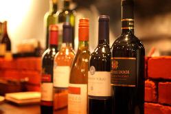 県庁駅から徒歩3分。久茂地川沿い! ワインも豊富にご用意!
