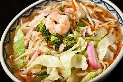 野菜たっぷりで女性にも人気。中華そばを凌ぐ人気メニューです