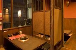 個室は2名様~12名様までご利用可能な和空間個室。