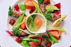 旬の食材を使った料理を日替わりでご用意しています