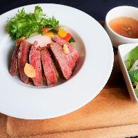 熊本のお肉といえばこれ!あか牛を使った丼が人気!