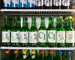 チャミスル・C1・チョウムチョロンなど人気の韓国焼酎が多数あり