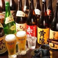 日本全国から取り寄せた銘酒、特に焼酎や梅酒の種類が豊富です。