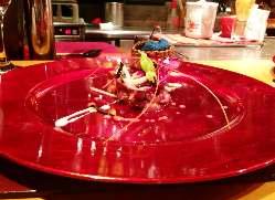彩り豊かな創作料理。 目にも華やかな雰囲気を 演出。