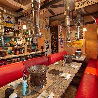 昭和レトロな焼肉屋さん。テーブル席は最大24名様着席可能です♪