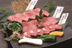 炭火で焼くことでお肉の旨みをとじ込めます!
