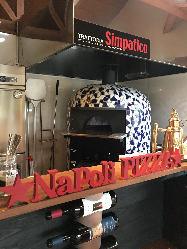 こだわりのドーム型の石窯で焼き上げるピッツアは絶品です!