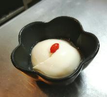 辛い担々麺の後にはあま~い杏仁豆腐をどうぞ♪