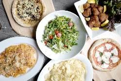 貸切ではビュッフェ 形式で料理の提供も行ってます。