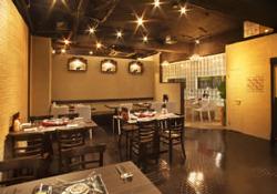 韓国料理屋らしからぬお洒落な雰囲気の店内