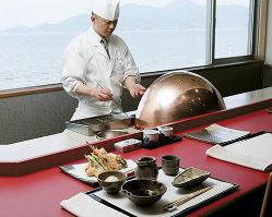 東京で修行した職人が腕を振るう、限定7席の特別な空間。