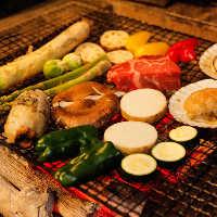 【炉端焼】 名物「炭火もも焼き」!あふれる肉汁がたまらない♪