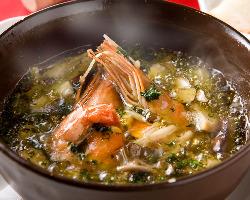 コース料理にはアヒージョやパスタなど人気料理が!