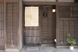 入口に掲げられた暖簾からは、優しい和の雰囲気を感じる。