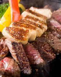 赤身の肉に、フランス産のフォアグラを付け合せて贅沢に。