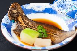 有明海で育ったクチゾコは、シンプルに醤油で煮付けて供する。