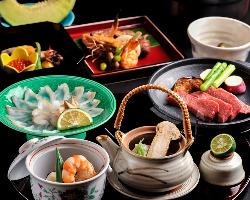 季節感溢れる料理と器の数々が、客人たちの心を楽しませる。