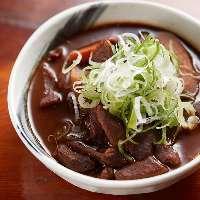 【逸品料理】 宮古島の味噌を使った豚モツ味噌煮込みはコク豊か