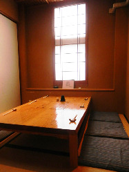 居心地の良い空間でゆったりお食事できます。個室もございます。