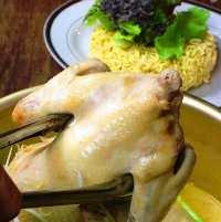 名物料理の「鶏丸鍋」1,480円~トッピングと共にどうぞ!
