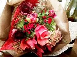 サプライズの大事な方への花束の手配も可能です。(要予約)