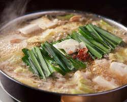 出汁からこだわって作ったもつ鍋は絶品です!