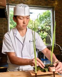 京料理を食べ歩くなど、常に食への探求心が尽きない店主。