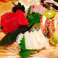 毎日朝獲れを仕入れ。 沖縄県産魚の刺身盛り合わせ。